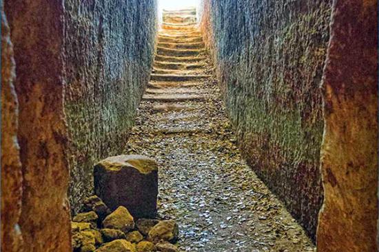 Minoan cemetery, tombs of Armeni Necropolis, Crete